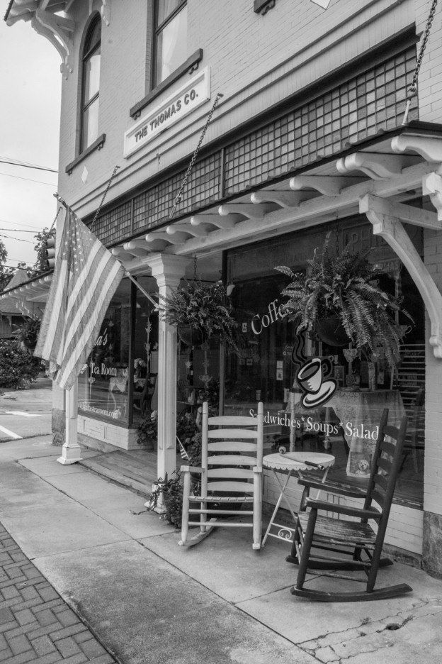 Laura's Tea Room storefront in Ridgeway